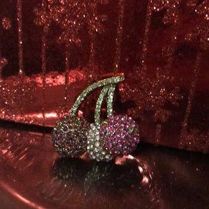 Jewelry - 🌻Triple cherry rhinestone pin